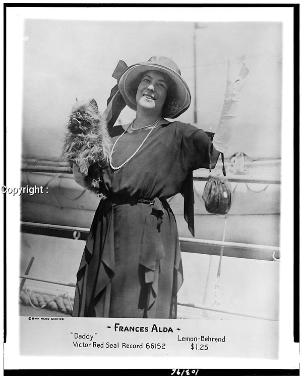 """Frances Alda advertises her Victor Red Seal Record, """"Daddy"""", in the (19) 20's."""