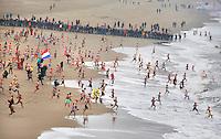 Nederland Scheveningen  2016. De traditionele Nieuwjaarsduik. Foto Berlinda van Dam / Hollandse Hoogte