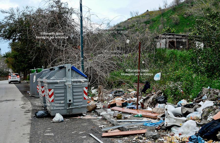 - NAPOLI 27 MAR  2014 -  Pianura raccolta differnziata via Vicinalre dei Monti