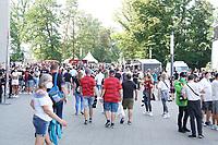 Fans im Stadion bei Eintracht Frankfurt zum ersten Heimspiel - Frankfurt 21.08.2021: Eintracht Frankfurt vs. FC Augsburg, Deutsche Bank Park, 2. Spieltag Bundesliga