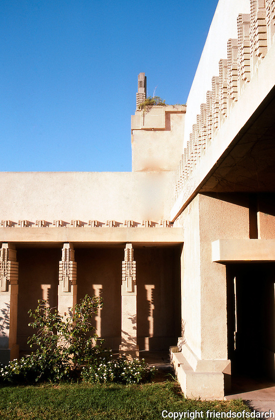 F.L. Wright: Barnsdall House.