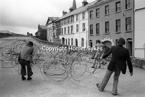 Derry Northern Ireland Londonderry. 1979. Barbed wire is removed from the top of the old city wall. 1970s UK