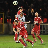 KV Kortrijk - KV Mechelen : duel om de bal tussen Gertjan De Mets (achter) , Alessandro Cordaro (midden) en Brecht Capon voor.foto VDB / BART VANDENBROUCKE