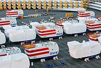 GERMANY Bremerhaven, shipping of SENVION  rotor blades and 6M turbines for RWE offshore wind park in the North Sea / DEUTSCHLAND Bremerhaven, Verladung von SENVION Rotorblättern und Windturbinen fuer Windkraftanlagen fuer einen RWE off-shore Windpark in der Nordsee
