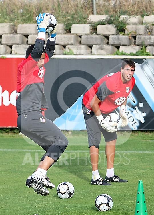 Atletico de Madrid's Sergio Asenjo (l) and Roberto Jimenez (r) during training sesion. August 05 2009. (ALTERPHOTOS/Acero).