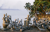 INDIA Calcutta Kolkatta, clay idol of goddess Saraswati at river Hooghli made by idol maker at suburban Kumartuli / INDIEN Kalkutta, Lehmfiguren der Goettin Saraswati am Fluss Hooghli