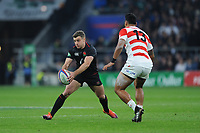 George Ford (c) of England passes as Timothy Lafaele of Japan looks on during the Quilter International match between England and Japan at Twickenham Stadium on Saturday 17th November 2018 (Photo by Rob Munro/Stewart Communications)