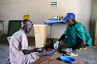SOUTH-SUDAN, Cuibet , rural health station in Agangrial, patient with leg wound / SUED-SUDAN, laendliche Gesundheitsstation Agangrial in Cuibet County
