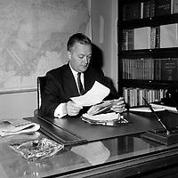 Elections Provinciales - Le nouveau premier ministre Jean Lesage<br /> , le 22 juin 1960<br /> <br /> Photographe : Photo Moderne<br /> - Agence Quebec Presse