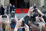 © Joel Goodman - 07973 332324 . 14/10/2016 . Manchester , UK . Crowds attempt to take pictures and video of the Duke and Duchess of Cambridge leaving Manchester Town Hall after a visit in Manchester . Photo credit : Joel Goodman