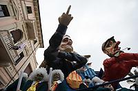"""Europe, Italy, Tuscany, Viareggio,    the chariot: """"io sono io e voi non siete in k...""""of Luciano Tomei in parade"""