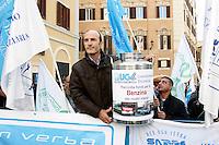 I sindacati di polizia manifestano contro i tagli alla sicurezza, a Montecitorio, Roma, 18 ottobre 2011..Police unions protest against cuts to security, outside of the Lower Chamber, Rome, 18 october 2011..UPDATE IMAGES PRESS/Riccardo De Luca