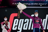 Tim Merlier (BEL/Alpecin-Fenix) wins the first bunch sprint of the 2021 Giro and also becomes the Maglia Ciclamino leader<br /> <br /> 104th Giro d'Italia 2021 (2.UWT)<br /> Stage 2 from Stupinigi to Novara (179km)<br /> <br /> ©kramon