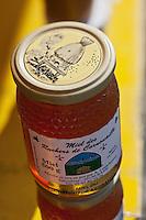 Europe/France/Bretagne/56/Morbihan/Baye: André Lozachmeur, Apiculteur, les ruchers de Cornouailles,  sur un marché