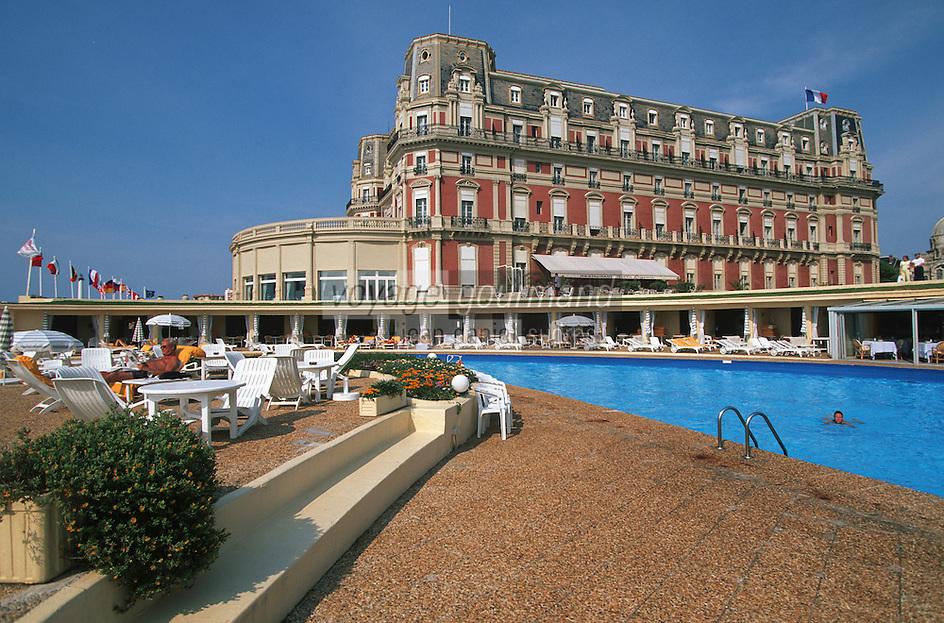 Europe/France/Aquitaine/64/Pyrénées-Atlantiques/Biarritz: l'Hotel du Palais et sa piscine