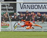 Izegem - FC Luik :..Nicolas Pire geklopt op een vrije schop van Wim Vandoorne..foto VDB / BART VANDENBROUCKE