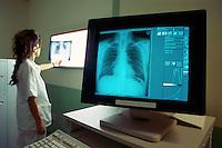- recording of the x-rays with digital data bank ....- Istituto Clinico Humanitas, archiviazione delle radiografie con banca dati digitale