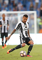 Calcio, Serie A: Lazio vs Juventus. Roma, stadio Olimpico, 27 agosto 2016.<br /> Juventus' Dani Alves in action during the Serie A soccer match between Lazio and Juventus, at Rome's Olympic stadium, 27 August 2016. Juventus won 1-0.<br /> UPDATE IMAGES PRESS/Isabella Bonotto