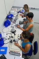 Estudantes do Centro de Biologia Marinha, CEBIMAR. Universidade de Sao Paulo, USP. Sao Sebastiao. 2012. Foto de Juca Martins.