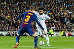 Marcelo Vieira Da Silva (R) of Real Madrid is tackled by Gerard Pique Bernabeu of FC Barcelona during the La Liga 2017-18 match between FC Barcelona and Real Madrid at Camp Nou on May 06 2018 in Barcelona, Spain. Photo by Vicens Gimenez / Power Sport Images