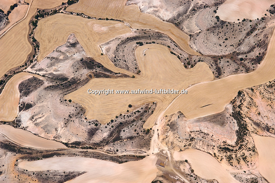 Landschaftsstrucktu:SPANIEN, SEGOVIA, 23.07.2003: Provinz Segovia Kastilien-León. Feld, Landwirtschaft, abgeerntete Kornfelder, Getreide, Stoppelfeld..