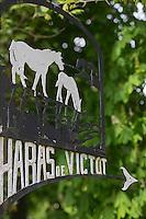 France, Calvados (14), Pays d'Auge, Victot Pontfol, Haras de Victot, détail enseigne // France, Calvados, Pays d'Auge, Victot Pontfol, Haras de Victot, detail teaches
