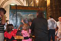 France/13/Bouches du Rhone/Camargue/Parc Naturel Régionnal de Camargue/Saintes Maries de la Mer: Dans l'église, lors du Pélerinage les gitans