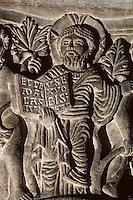 Europe/France/Auvergne/63/Puy-de-Dôme/Clermont-Ferrand: Basilique de Notre-Dame-du-Port (architecture romane) - Détail chapiteau représentant Dieu jugeant Adam