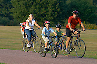 Family cycling .Windsor , September 2003.pic copyright Steve Behr / Stockfile