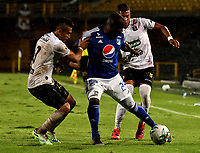 BOGOTA - COLOMBIA, 27-11-2020: Eliser Quiñones de Millonarios F. C. y Carlos Pajaro, David Lemos de Once Caldas disputan el balon, durante partido entre Millonarios F. C. y Once Caldas de la fecha 1 por la Liguilla BetPlay DIMAYOR 2020 jugado en el estadio Nemesio Camacho El Campin de la ciudad de Bogota. / Eliser Quiñones of Millonarios F. C. and Carlos Pajaro, David Lemos of Once Caldas figth for the ball, during a match between Millonarios F. C. and Once Caldas of the 1st date for the BetPlay DIMAYOR 2020 Liguilla played at the Nemesio Camacho El Campin Stadium in Bogota city. / Photo: VizzorImage / Luis Ramirez / Staff.