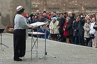 Feielichkeit zum 69. Jahrestag der Befreiung des Frauenkonzentrationslager Ravensbrueck.<br />Am Sonntag den 4. Mai 2014 fand die im ehemaligen Frauenkonzentrationslager Ravensbrueck die Feierlichkeiten zum 69. Jahrestag der Befreiung statt.<br />In Ravensbrueck war von 1938 bis 1945 ein Konzentrationlager fuer Frauen in der brandenburgischen Kleinstadt Fuerstenberg. Im Mai 1945 wurde es von russischen Soldaten befreit.<br />Zu den Feierlichkeiten kamen ueberlebende Frauen aus ganz Europa, die meissten von ihnen aus Polen.<br />Im Bild: Eine Rabbinerin singt den Kaddisch, ein juedisches Totengebet zum Gedenken an die Opfer des Holocaust.<br />4.5.2014, Ravensbrueck/Fuerstenberg<br />Copyright: Christian-Ditsch.de<br />[Inhaltsveraendernde Manipulation des Fotos nur nach ausdruecklicher Genehmigung des Fotografen. Vereinbarungen ueber Abtretung von Persoenlichkeitsrechten/Model Release der abgebildeten Person/Personen liegen nicht vor. NO MODEL RELEASE! Don't publish without copyright Christian-Ditsch.de, Veroeffentlichung nur mit Fotografennennung, sowie gegen Honorar, MwSt. und Beleg. Konto: I N G - D i B a, IBAN DE58500105175400192269, BIC INGDDEFFXXX, Kontakt: post@christian-ditsch.de]