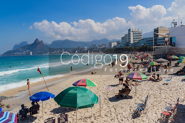 RJ. RIO DE JANEIRO. 29.07.19 CLIMA PRAIA Movimentação de banhistas na praia do Arpoador, zona sul. (Foto: Ellan Lustosa / Código 19)