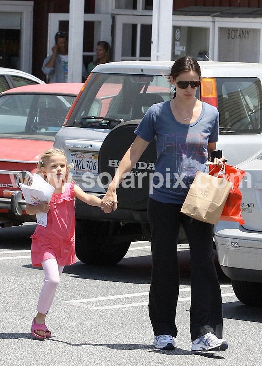 **ALL ROUND PICTURES FROM SOLARPIX.COM**.**SYNDICATION RIGHTS FOR UK AND SPAIN ONLY**.Jennifer Garner and her lovely daughter Violet take in the Southern California summer sunshine with Los Angeles' favorite past time... shopping, California, USA. 17 June 2010..This pic: Jennifer Garner..JOB REF: 11497 STL        DATE: 17_06_2010.**MUST CREDIT SOLARPIX.COM OR DOUBLE FEE WILL BE CHARGED**.**MUST NOTIFY SOLARPIX OF ONLINE USAGE**.**CALL US ON: +34 952 811 768 or LOW RATE FROM UK 0844 617 7637**