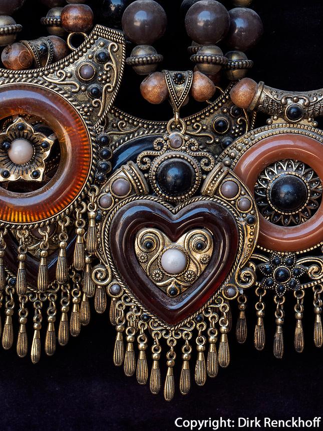 Schmuck, Souvenirs in Taschkent, Usbekistan, Asien<br /> jewelry. souvenirs in Tashkent, Uzbekistan, Asia