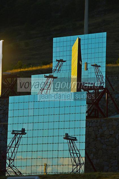 Europe/France/Languedoc-Roussillon/66/Pyrénées-Orientales/Cerdagne/Font-Romeu-Odeillo-Via: Héliostats du four solaire d'Odeillo, de 54 mètres de haut et 48 de large comprenant 63 héliostats, est un four fonctionnant à l'énergie solaire, mis en service en 1970. Sa puissance thermique est d'un mégawatt