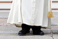 Papa Francesco lascia il sagrato al termine dell'udienza generale del mercoledi' in Piazza San Pietro, Citta' del Vaticano, 5 novembre 2014.<br /> Pope Francis leaves at the end of his weekly general audience in St. Peter's Square at the Vatican, 5 November 2014.<br /> UPDATE IMAGES PRESS/Riccardo De Luca<br /> <br /> STRICTLY ONLY FOR EDITORIAL USE