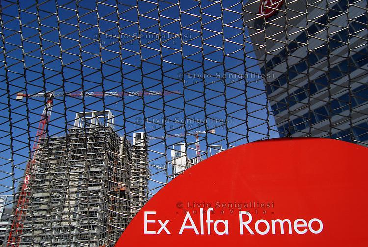 Milano Italia 13 aprile 2015<br /> Nuove costruzioni nella vecchia area industriale dell'ex Alfa Romeo, nel quartiere Portello-Fiera.<br /> New skyline of the old industrial area of the former Alfa Romeo, in the district Portello-Fair.<br /> Photo Livio Senigalliesi