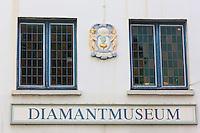 Belgique, Flandre Occidentale, Bruges, centre historique classé Patrimoine Mondial de l'UNESCO, Musée du Diamant, détail médaillon de la façade // Belgium, Western Flanders, Bruges, historical centre listed as World Heritage by UNESCO, Diamon Muséum