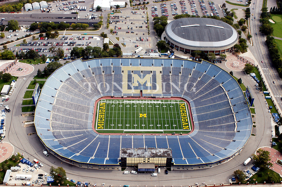 Michigan Stadium and Crisler Arena. Aerial photos taken from the Goodyear Blimp over Ann Arbor, Mich. on Friday, September 26, 2003. (Photo by TONY DING)