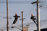 Two workers operate on a power line in Shanghai, China The China Electricity Council (CEC) announced that China's power generation capacity will exceed 600 million kW by the end of this year, a increase of m0re than 18 percent from the previous year..