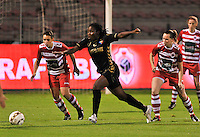 20131018 - ANTWERP , BELGIUM :  Telstar Lavinia Poku (middle) pictured with Antwerp Charlotte Andries (left) during the female soccer match between Royal Antwerp FC Ladies and Telstar Vrouwen Ijmuiden , of the Eight' matchday in the BENELEAGUE competition. Friday 18 October 2013. PHOTO DAVID CATRY