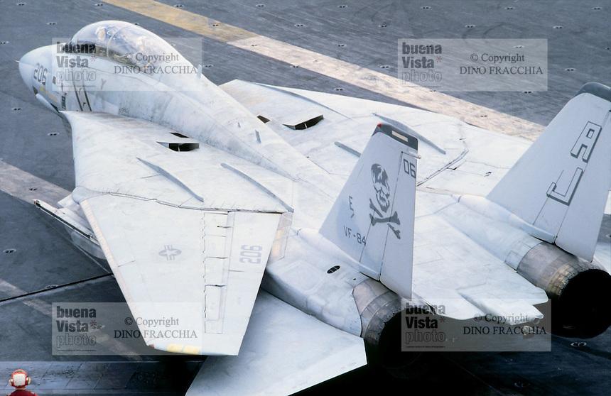 """caccia F 14 """"Tomcat"""" a bordo di una portaerei US Navy in Mediterraneo"""