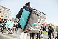 Gegen Lohndumping und schlechte Arbeitsbedingungen beim britischen Fahrrad-Essenslieferant Deliveroo haben am Freitag den 13. April 2018 Mitarbeiter von Deliveroo und anderen Fahrradzustellern in Berlin protestiert. Sie fordern, dass die Fahrradkuriere nicht mehr als Scheinselbsstaendige arbeiten muessen und eine Kranken- und Unfallversicherung bezahlt bekommen.<br /> Zeitgleich fanden laut der Organisation FAU Protestaktionen auch in Nuernberg, Muenchen, Frankfurt, Hamburg, Hannover statt.<br /> 13.4.2018, Berlin<br /> Copyright: Christian-Ditsch.de<br /> [Inhaltsveraendernde Manipulation des Fotos nur nach ausdruecklicher Genehmigung des Fotografen. Vereinbarungen ueber Abtretung von Persoenlichkeitsrechten/Model Release der abgebildeten Person/Personen liegen nicht vor. NO MODEL RELEASE! Nur fuer Redaktionelle Zwecke. Don't publish without copyright Christian-Ditsch.de, Veroeffentlichung nur mit Fotografennennung, sowie gegen Honorar, MwSt. und Beleg. Konto: I N G - D i B a, IBAN DE58500105175400192269, BIC INGDDEFFXXX, Kontakt: post@christian-ditsch.de<br /> Bei der Bearbeitung der Dateiinformationen darf die Urheberkennzeichnung in den EXIF- und  IPTC-Daten nicht entfernt werden, diese sind in digitalen Medien nach §95c UrhG rechtlich geschuetzt. Der Urhebervermerk wird gemaess §13 UrhG verlangt.]