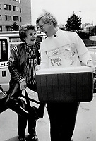 1990 FILE PHOTO - ARCHIVES -<br /> <br /> Helping Hand: Premier-elect Bob Rae joins forces with York West Meals on Wheels volunteer Rita Pennel, 62, yesterday. Rae helped load dinners for 475 clients.<br /> <br /> 1990<br /> <br /> PHOTO :  Erin Comb - Toronto Star Archives - AQP