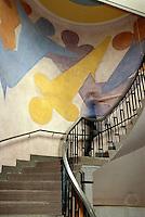 Deutschland, Thüringen, Weimar, Wandbild von Oskar Schlemmer in der Bauhaus-Uni - ehemalige Kunstgewerbeschule erbaut von Henry van de Velde, Unesco-Weltkulturerbe