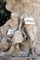 .Roma 07/02/2011 Cartelli apparsi stamane sulla statua di Johann Wolfgang von Goethe a Villa Borghese con frasi tipo: Sveglia, il corpo dell'Italia non e' in vendita, Italy, there is more than Bunga Bunga, 15(0) anni di postribolo, nessun dorma, svegliamoci..Photo Zucchi Insidefoto