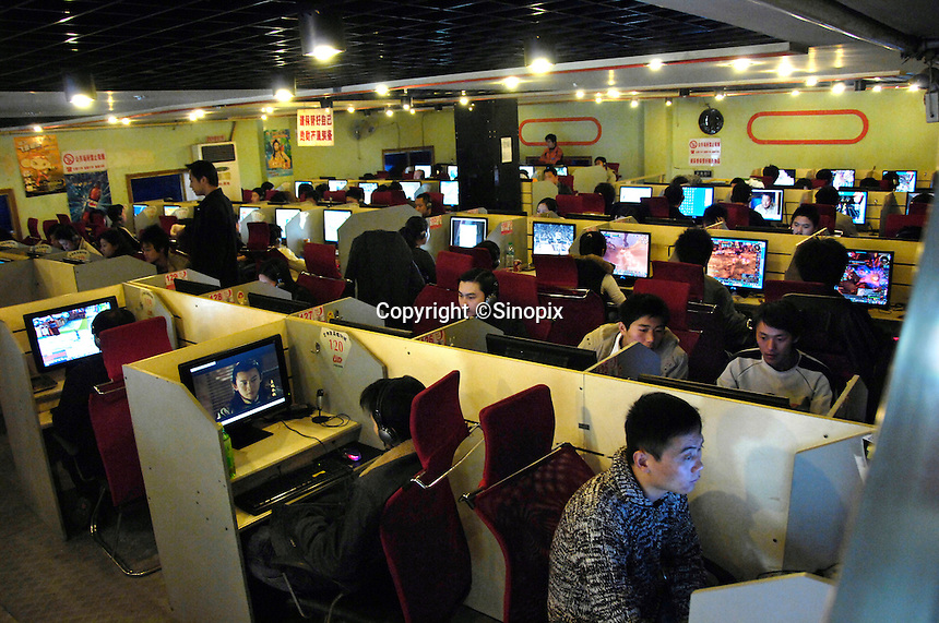 A packed internet cafe in Nanchang, capital of Jiangxi Province, China. Online gaming is a massive industry in China with over 137 million users generating a massive profits for the leading online gaming comapanies such as NCsoft, Global Gaming League, etc..25 Feb 2007