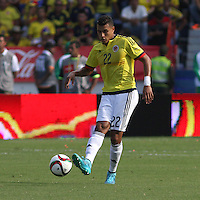 BARRANQUILLA  - COLOMBIA - 8-10-2015: Frank Fabra jugador de la seleccion Colombia  disputa el balon co xxxx de la seleccion Peru durante primer partido  por por las eliminatorias al mundial de Rusia 2018 jugado en el estadio Metropolitano Roberto Melendez  / : Frank Fabra  player of Colombia  fights for the ball with of selection of Peru during first qualifying match for the 2018 World Cup Russia played at the Estadio Metropolitano Roberto Melendez. Photo: VizzorImage / Felipe Caicedo / Staff.