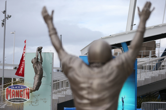"""SANTA CLARA, CA - FEBRUARY 2:  The Joe Montana statue stands close by the Dwight Clark """"The Catch"""" statue in front of Levi's Stadium, home of the San Francisco 49ers, on Saturday, February 2, 2019 in Santa Clara, California. (Photo by Brad Mangin)"""
