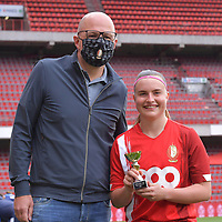 Davinia Vanmechelen (25) of Standard pictured with her player of the month award before a female soccer game between Standard Femina de Liege and AA Gent Ladies on the 6th matchday in play off 1 of the 2020 - 2021 season of Belgian Scooore Womens Super League , tuesday 11 th of May 2021  in Liege , Belgium . PHOTO SPORTPIX.BE   SPP   STIJN AUDOOREN